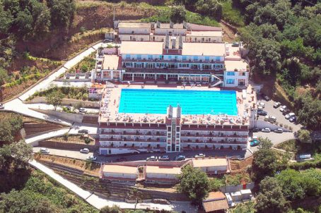 Nieuwe ONDERHANDELBARE Prijs (juni 2018) ! 4-star hotel in Calabria (Italy) excellent condition .