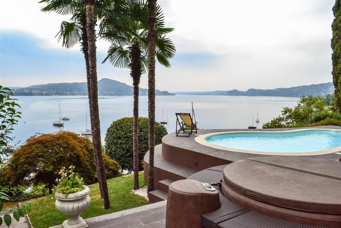Luxury waterfront villa for sale in Lake Maggiore