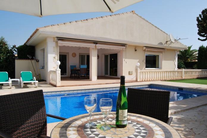 TE HUUR: Comfortabele 8 pers. villa met priv� zwembad in Alfaz del Pi, Costa Blanca