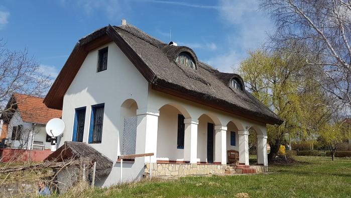 Klassieke woning met een rieten dak en nabij het Balatonmeer!