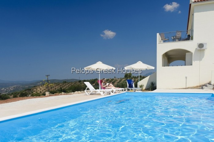 Countryhouse 'Kalos' with lots of privacy near the mountain village Akritochori with a big swimmingp