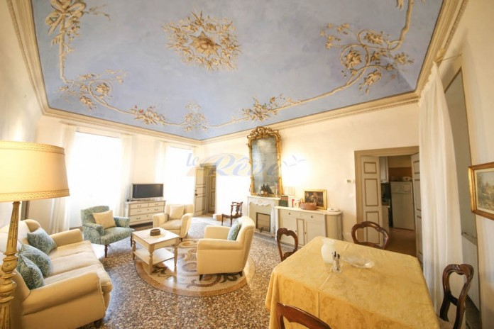 Sea view apartment for sale in the historic center R 1012