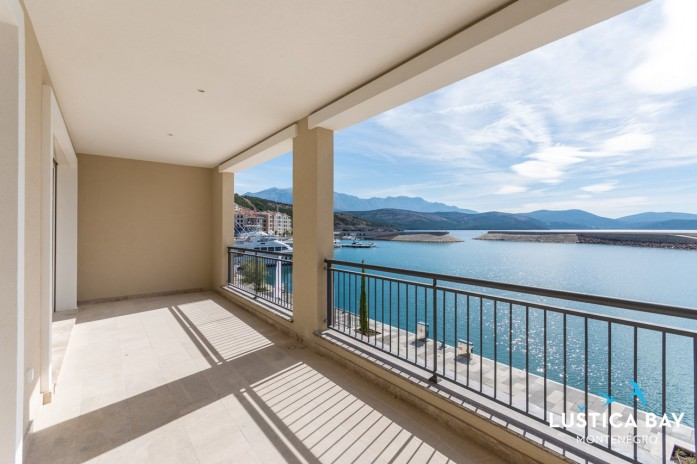 Frontline 1-bedroom apartment in Lustica Bay Marina Village