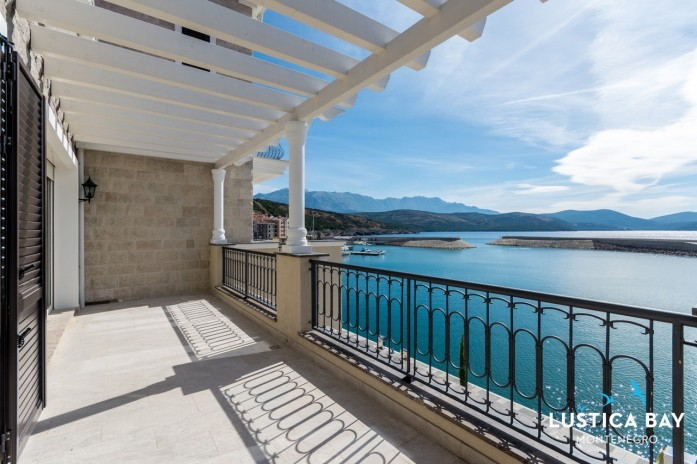 Frontline 2-bedroom apartment in Lustica Bay Marina Village