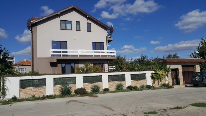 Familie huis met 3 appartementen een paar km van strand