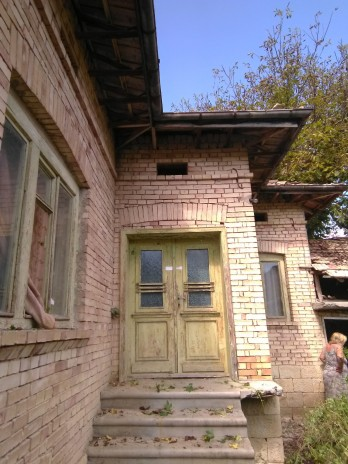 House to renovate with 3 spacious bedrooms