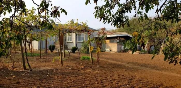 Landelijk huis met 9000m2 tuin 8 km van Zwarte zee