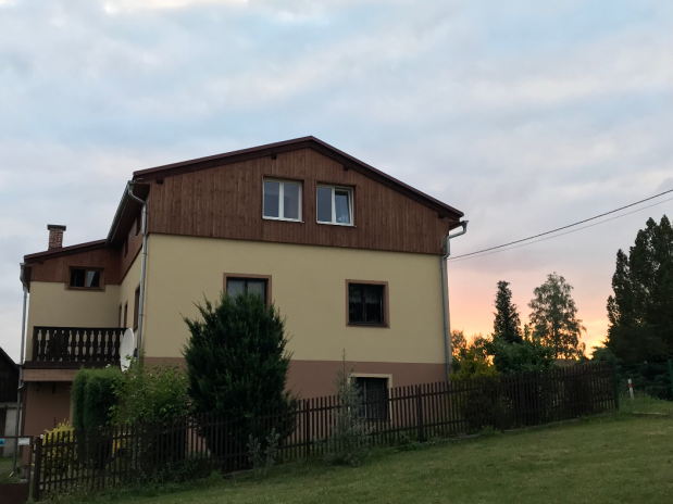 Detached house in peaceful countryside with 3 flats and a large garden