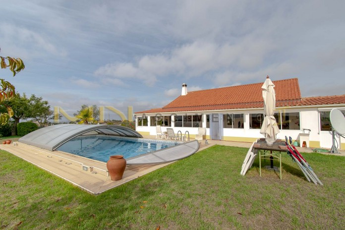 Property with detached house and swimming pool for sale in Alentejo.