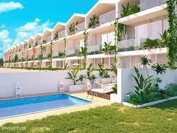 Rijhuis met 4 slaapkamers, prive zwembad, tuin en lift te koop
