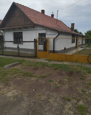Pely Tiszameer 20 km Huis t.k. BIEDEN Gasverwarming Garage