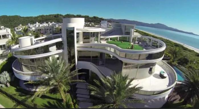 Luxury furnished mansion OceanFront in Jurere Internacional-Florianopolis-Brazil.